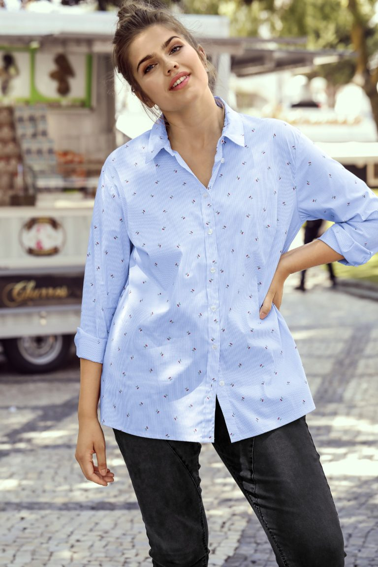 Bluse mit feinen Streifen und Kirschmuster